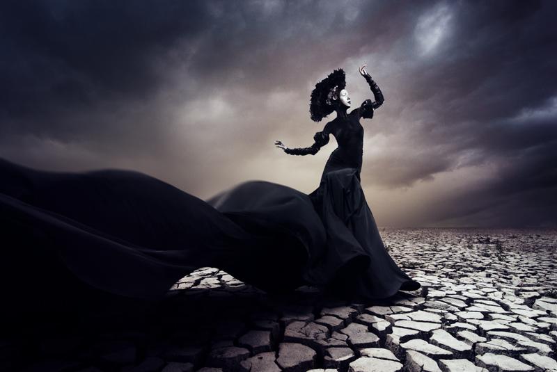 http://stanislavpetera.net/fashion/petra-mechurova-desert-queen/poust-1.jpg
